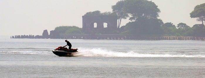 Pulau Kelor is one of Wisata Pulau di Kepulauan Seribu.
