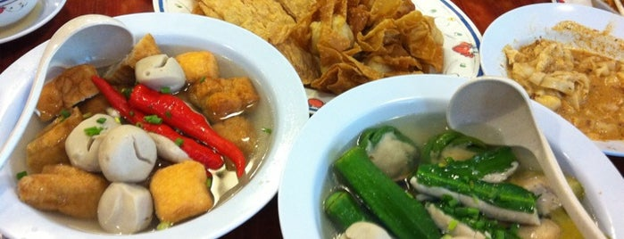 Restoran 3A Yong Tau Foo & Cheong Fun is one of Adrian 님이 저장한 장소.