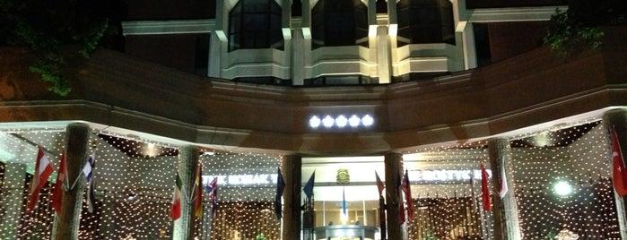 Достық / The Dostyk Hotel is one of Orte, die Andrew gefallen.