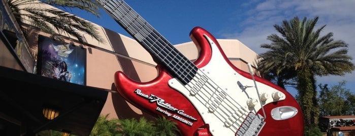 Rock 'n' Roller Coaster Starring Aerosmith is one of สถานที่ที่ Drew ถูกใจ.