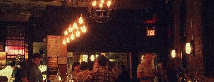 Almadira Wine Bar is one of Lauren'in Kaydettiği Mekanlar.