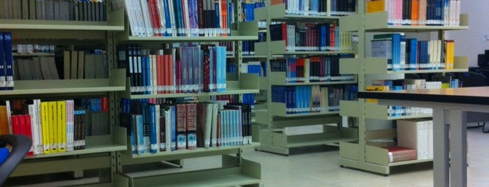 Biblioteca UVM is one of สถานที่ที่ Fca Itc ถูกใจ.