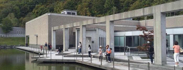 札幌芸術の森美術館 is one of ベスト美術館.