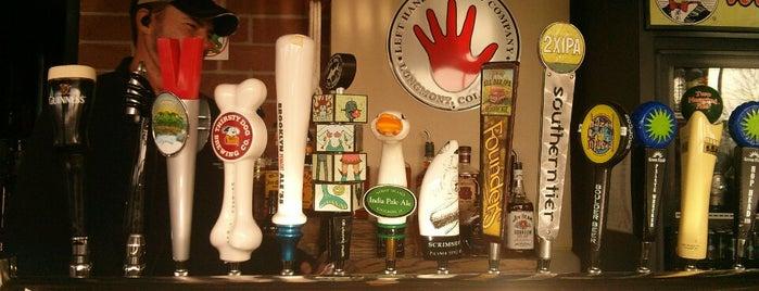 Winking Lizard Tavern is one of Lugares favoritos de Nicole.