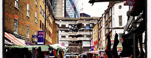 Petticoat Lane Market is one of London 🇬🇧.
