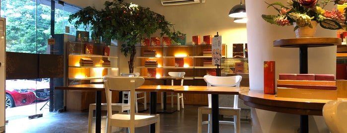 LapisLapis Cake, Coffee, Tea is one of Best Cafe and Restaurant.