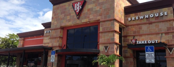 BJ's Restaurant & Brewhouse is one of Tempat yang Disukai Brashell.