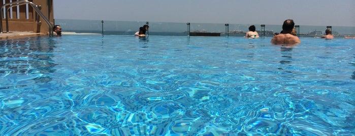 Sofitel Dubai Jumeirah Beach is one of Esra'nın Beğendiği Mekanlar.