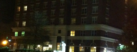 Residence Inn by Marriott Alexandria Old Town/Duke Street is one of Orte, die Drew gefallen.