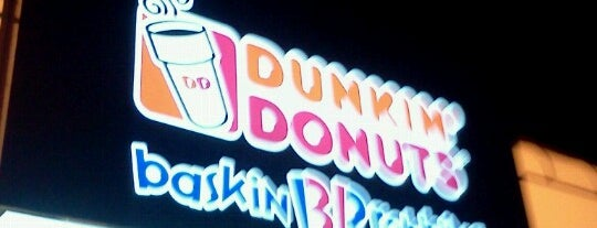 Dunkin' is one of Lugares favoritos de Merissa.