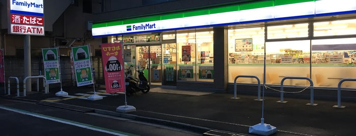 FamilyMart is one of Orte, die Masahiro gefallen.