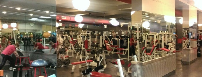 Synergy Fitness Clubs (Soho) is one of Georgeさんの保存済みスポット.