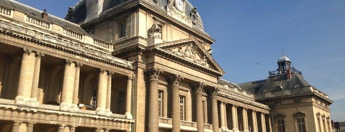 École Militaire is one of Paris.