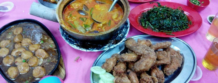 Restoran Makan Laut Zhen Liew Xiang (正留香海鲜楼) is one of Near Home.