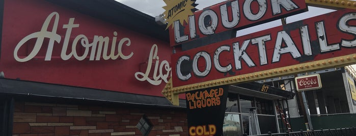 Atomic Liquors is one of Lugares favoritos de Kim.