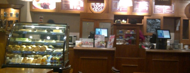 The Coffee Bean & Tea Leaf is one of Foodism in Jakarta.