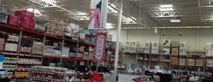 Sam's Club is one of Noel 님이 좋아한 장소.