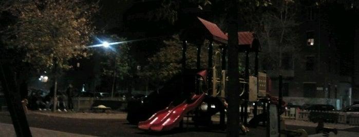 Piazza Guardi is one of Gael 님이 좋아한 장소.