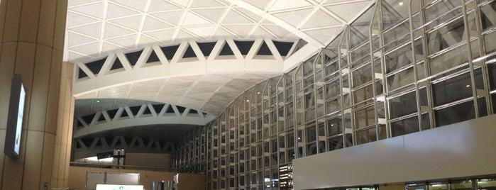 Terminal 2 is one of Lieux qui ont plu à Sarah.