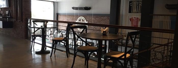 Saloon Barbearia is one of Locais salvos de Italo.