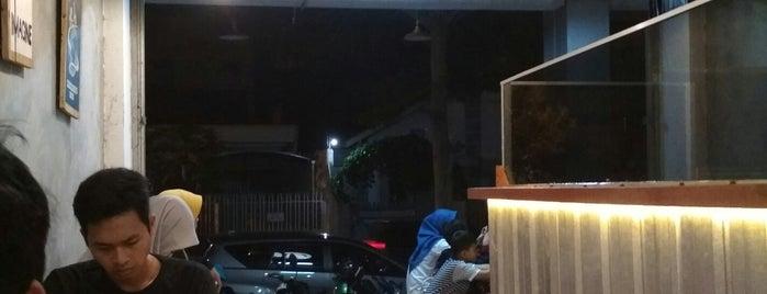 Ayam Geprak Bang Topan is one of Orte, die Chloe gefallen.