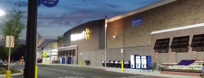 Walmart Supercenter is one of Lugares favoritos de Kurt.