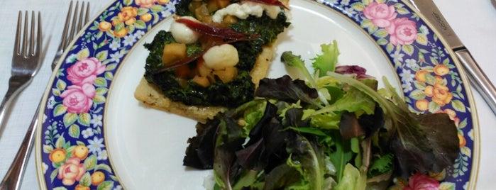 Escola Sinai Restaurant is one of Tempat yang Disukai Javier.