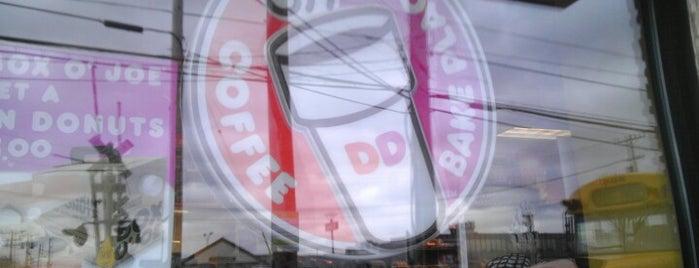 Dunkin' is one of Locais curtidos por Jonathan.
