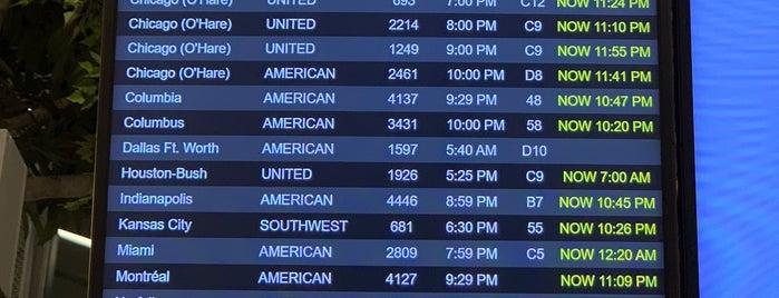 Aeropuerto LaGuardia (LGA) is one of Lugares favoritos de David.