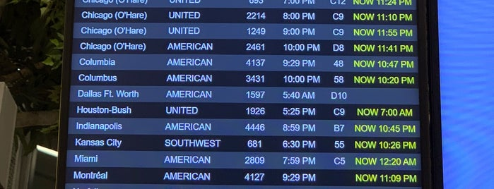 LaGuardia Airport (LGA) is one of Tempat yang Disukai David.