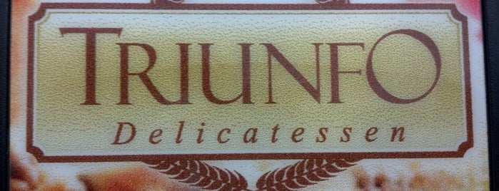 Triunfo Delicatessen is one of Posti che sono piaciuti a Rodrigo.