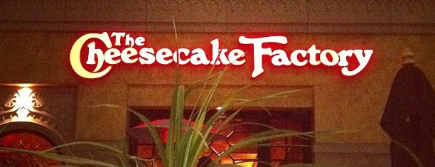 The Cheesecake Factory is one of Christinaさんのお気に入りスポット.