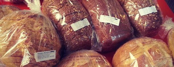 Manhattan Bread & Bagel is one of Locais curtidos por David.