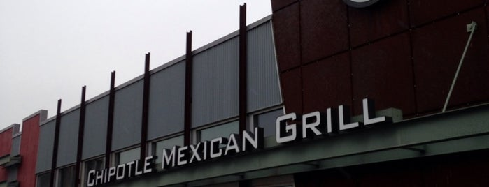 Chipotle Mexican Grill is one of Thomasさんのお気に入りスポット.