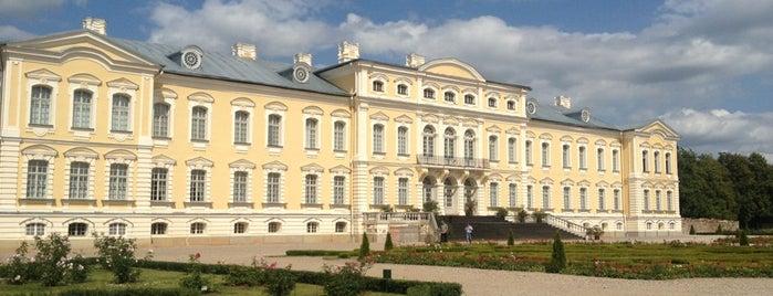 Рундальский дворец is one of Денис : понравившиеся места.