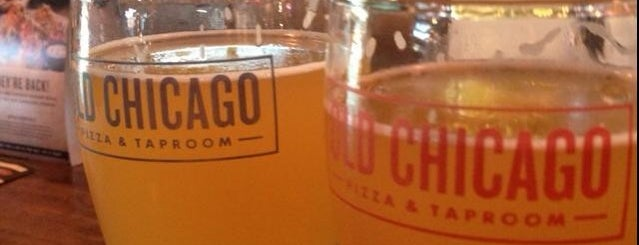 Old Chicago is one of Lugares favoritos de Aaron.