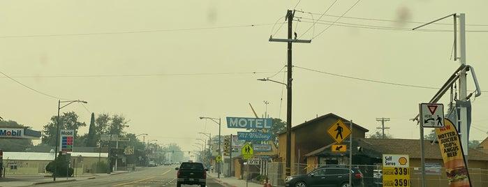 Lone Pine, CA is one of Lugares favoritos de Kevin.