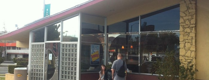 Denny's is one of Tempat yang Disukai Alessandro.