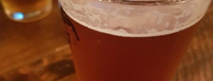 BREW | Craft Beer Pub is one of Tempat yang Disukai Rainbow.