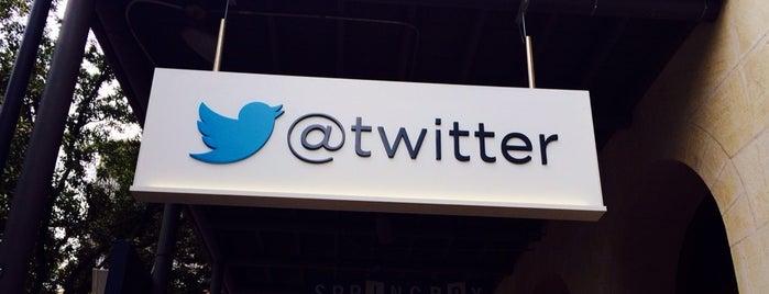 Twitter is one of Lieux qui ont plu à Chris.