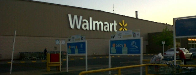 Walmart is one of Locais curtidos por Alejandro.