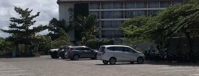 Ramada Encore Hotel & Resort, Seminyak-Bali is one of สถานที่ที่ Nadya ถูกใจ.
