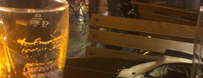 Yeni Eski Cafe & Bar is one of Orte, die Halil G. gefallen.