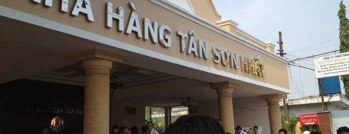 Tan Son Nhat Hotel is one of Tempat yang Disukai Christian.
