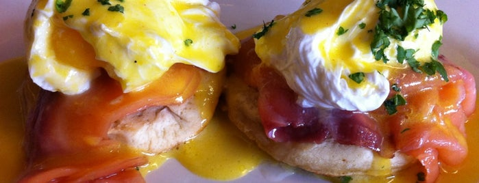 Westport Cafe & Bar is one of Wake up! Breakfast spots in Kansas City..