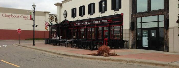 Claddagh Irish Pub is one of Lugares favoritos de Joanna.