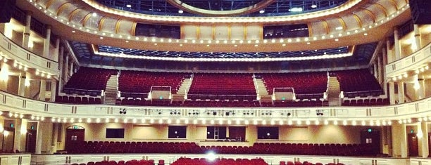 Mahaffey Theater is one of Locais curtidos por Tim.