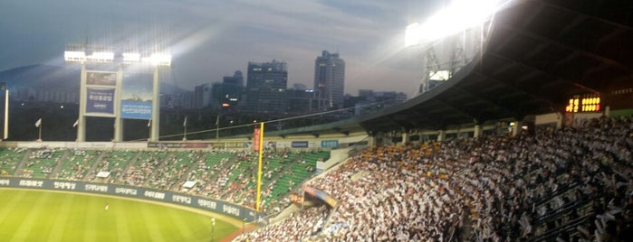 Jamsil Baseball Stadium is one of The Seven Ten Split Bagde.