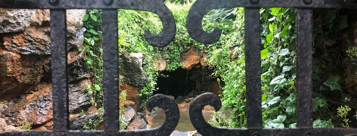 The Grotto at the Summerhouse is one of สถานที่ที่ Erik ถูกใจ.