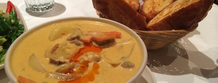 Sweet Basil Thai Cuisine 金不換泰國餐廳 is one of 해외.